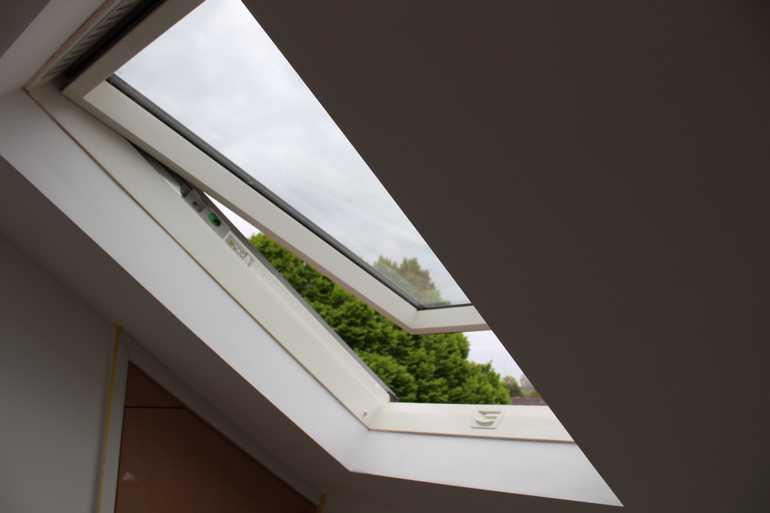 sky_blue_lofts_conversion_cardiff_penarth_barry_caerphilly_bridgend_radyr_whitchurch-rear-dormer-ensuite-attic_3